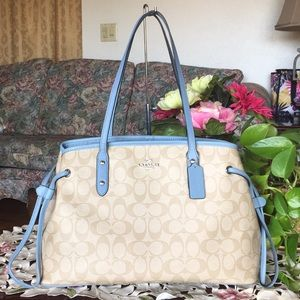 COACH DRAWSTRING CARRYALL SIGNATURE SATCHEL